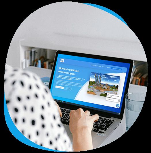 GoMeet surfing on website on laptop